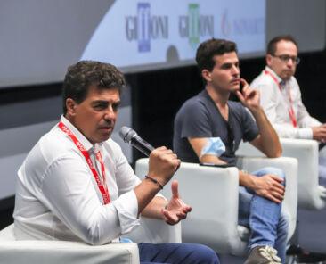 Il presidente di Novartis, Pasquale Frega insieme a Brenno Placido durante la Giffoni Impact